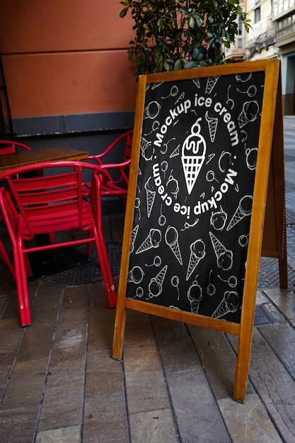 Menú de letrero de maqueta helado PSD gratuito