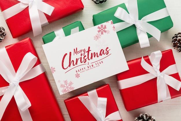 Merry christmas wenskaart mockup met geschenkdoos Premium Psd