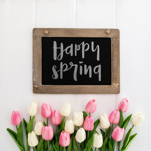 Messaggio carino sul mockup di concetto di primavera lavagna Psd Gratuite