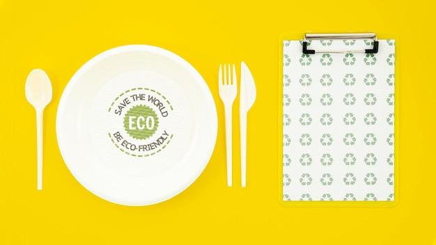 Milieuvriendelijk servies met bordmodel Gratis Psd