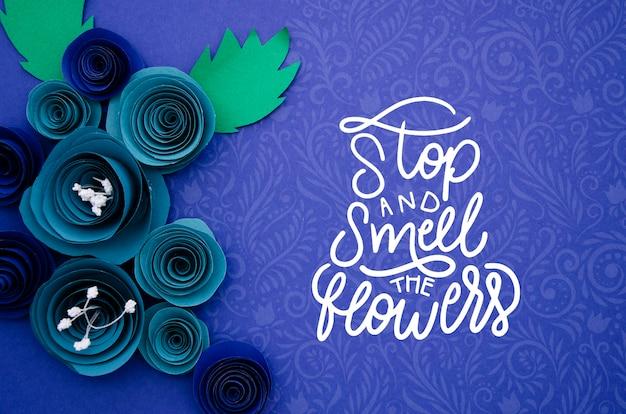Mock-up artistiek bloemenframe met bericht Gratis Psd