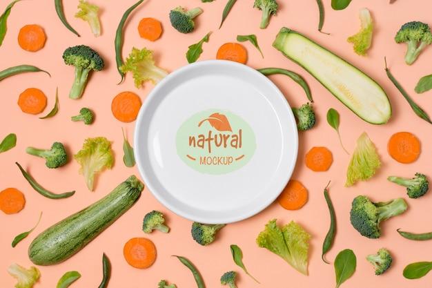 Mock-up bord voor gezonde voeding met groene groenten Gratis Psd