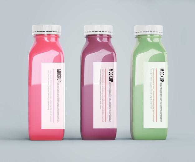Mock-up di bottiglie di plastica con diversi succhi di frutta o verdura Psd Gratuite