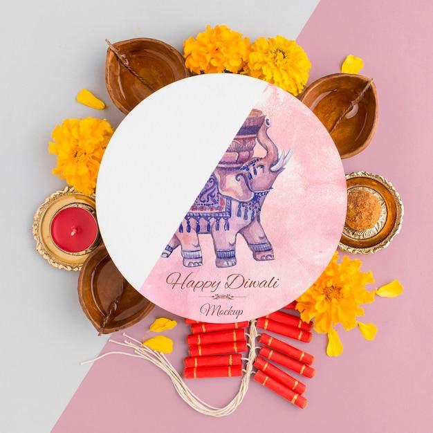 Mock-up diwali hindoe festival bloemen en kaarsen Gratis Psd