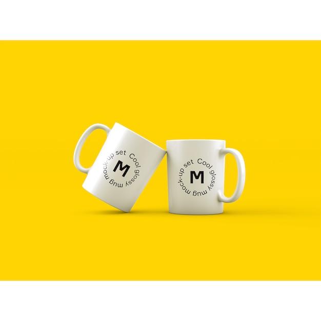 Mock up de dos tazas sobre fondo amarillo PSD gratuito