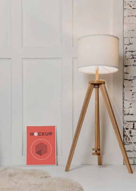 Mock-up frame naast lamp Gratis Psd
