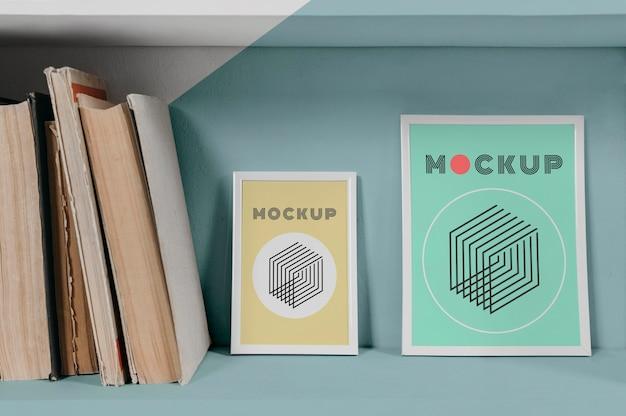 Mock-up frame op plank Gratis Psd