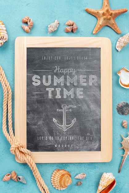 Mock-up krijtbord met zomercitaat Gratis Psd