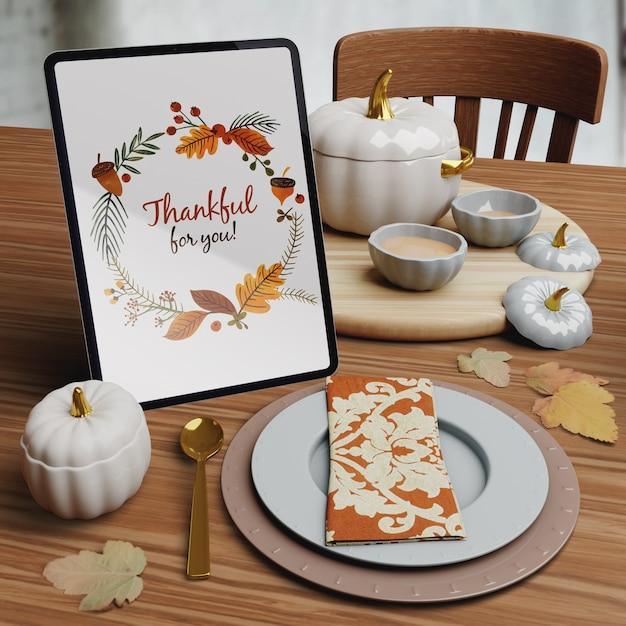 Mock-up met thanksgiving dagopstelling Gratis Psd