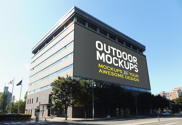 Mock up de panel exterior sobre edificio PSD gratuito
