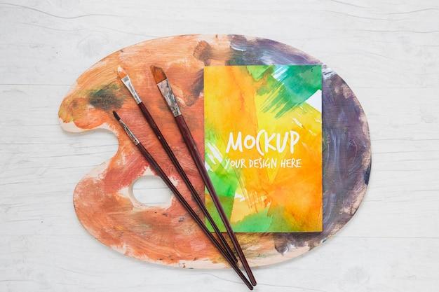 Mock-up schilderij aquarellen en penselen Gratis Psd