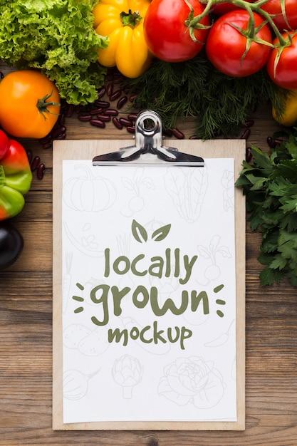 Mock-up van lokaal geteelde groenten Gratis Psd
