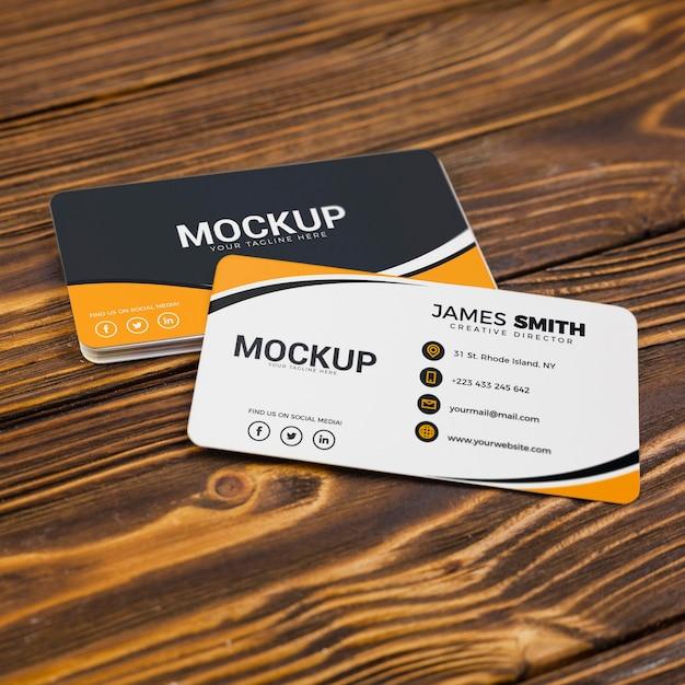 Mock-up voor visitekaartjes met hoge weergave achter en voor Gratis Psd
