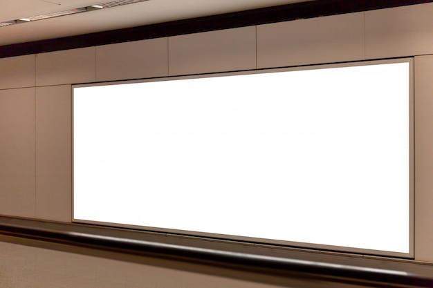 Mockup afbeelding van leeg billboard wit scherm posters en geleid in het metrostation voor reclame Premium Psd