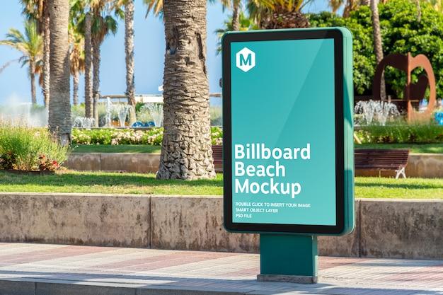 Mockup cartellone all'aperto pubblicità nella località balneare Psd Premium