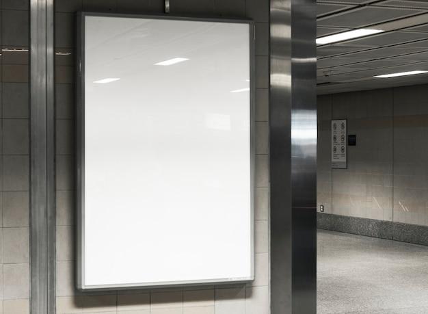 Mockup cartellone bianco Psd Gratuite