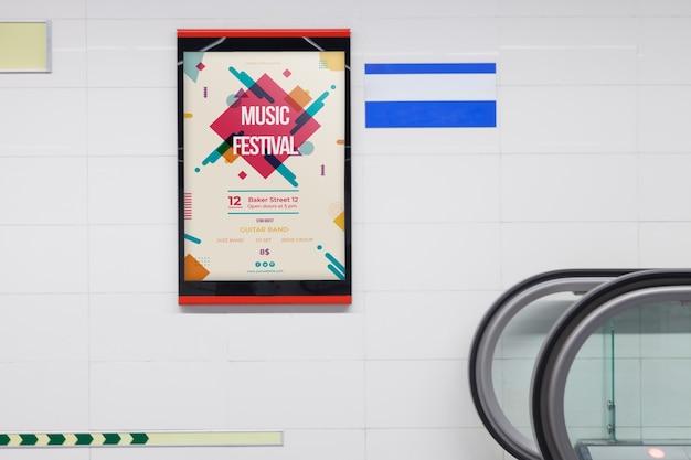 Mockup cartellone pubblicitario nella stazione della metropolitana Psd Gratuite