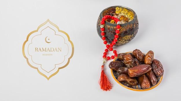 Mockup con il concetto di ramadan Psd Gratuite