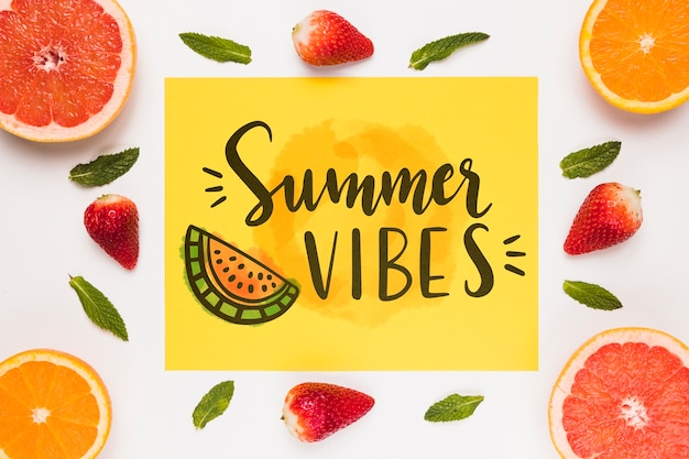 Mockup di carta di carta piatto laico con frutti estivi Psd Gratuite