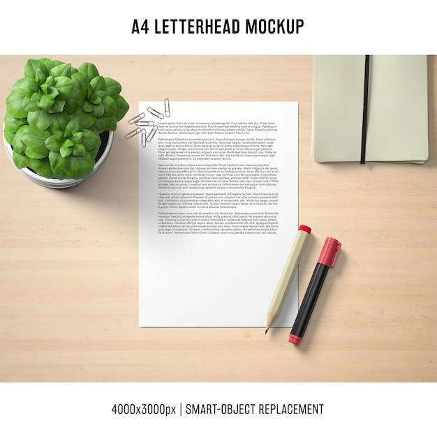 Mockup di carta intestata a4 con basilico Psd Gratuite