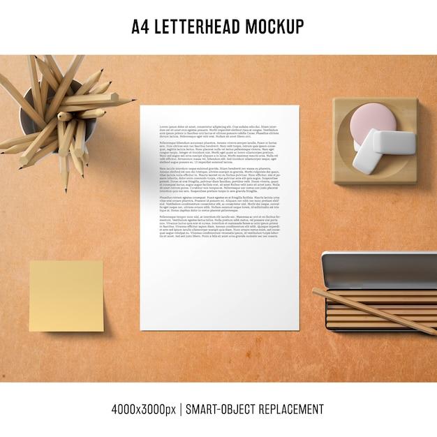 Mockup di carta intestata a4 con nota adesiva Psd Gratuite