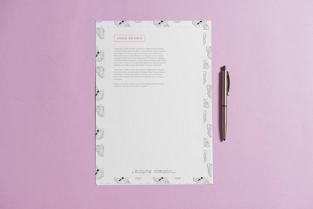 Mockup di carta intestata con penna Psd Gratuite