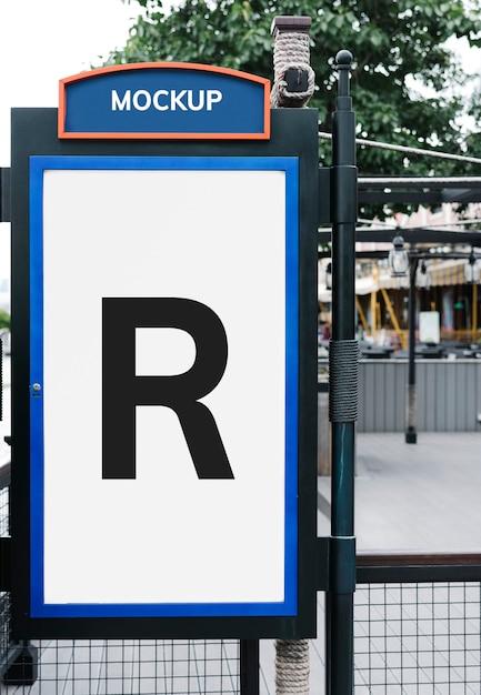 Mockup di cartello con audaci colori blu e arancio Psd Gratuite