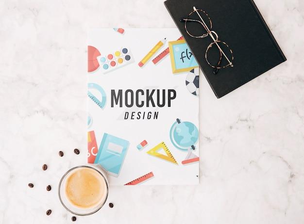 Mockup di copertina piatta sullo spazio di lavoro Psd Gratuite