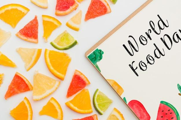 Mockup di copertura ritagliata con frutti Psd Gratuite