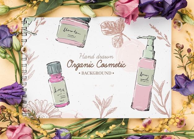 Mockup di cosmetici vista dall'alto con fiori Psd Gratuite