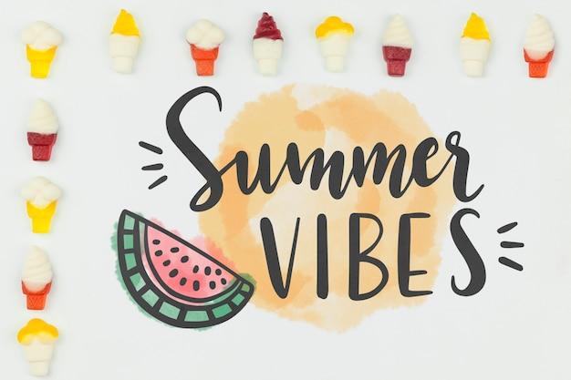 Mockup di estate piatta laici con copyspace e gelato Psd Gratuite