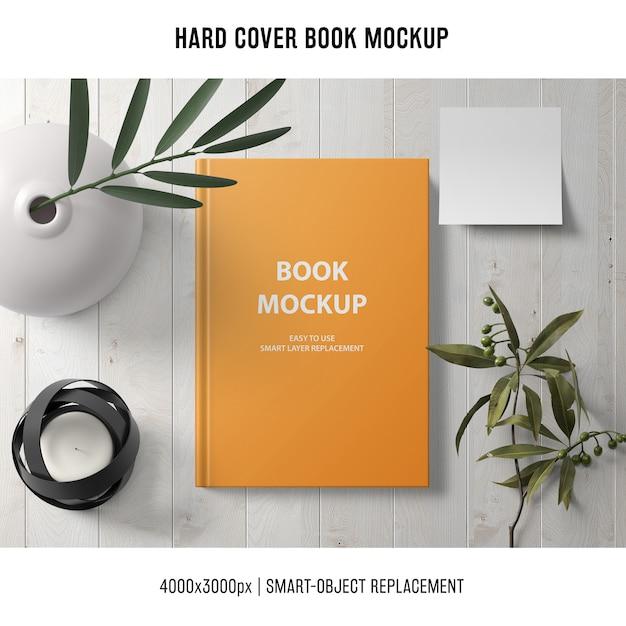 Mockup di libro con copertina rigida con piante Psd Gratuite