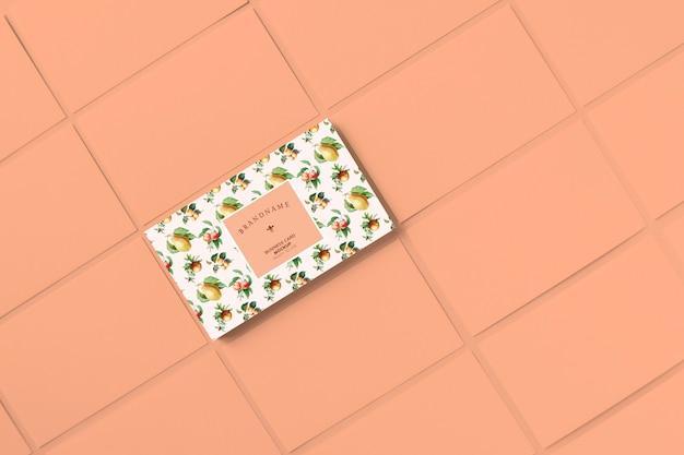 Mockup di modello di biglietto da visita di frutti dell'annata Psd Gratuite