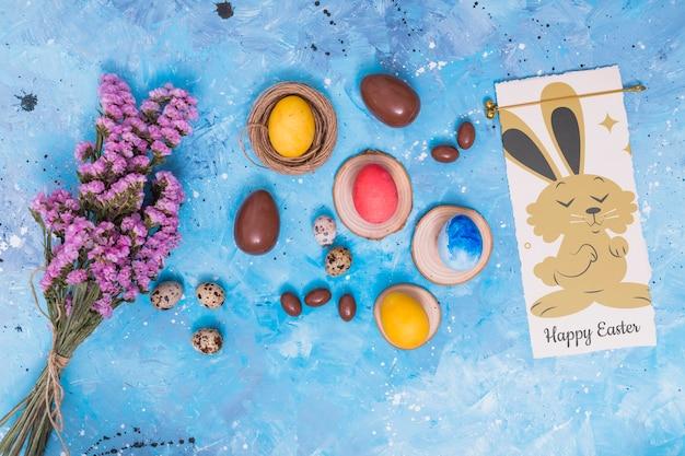 Mockup di pasqua con carta e uova di cioccolato Psd Gratuite