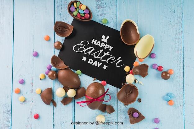 Mockup di pasqua con uova di cioccolato rotte Psd Gratuite