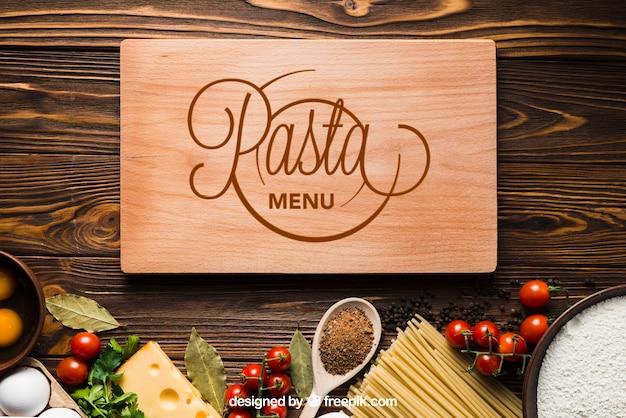 Mockup di pasta con tavola di legno Psd Gratuite