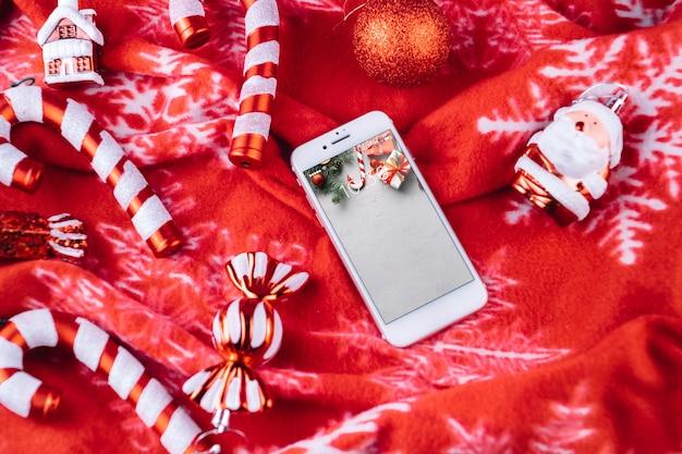 Mockup di smartphone con elementi di natale Psd Gratuite