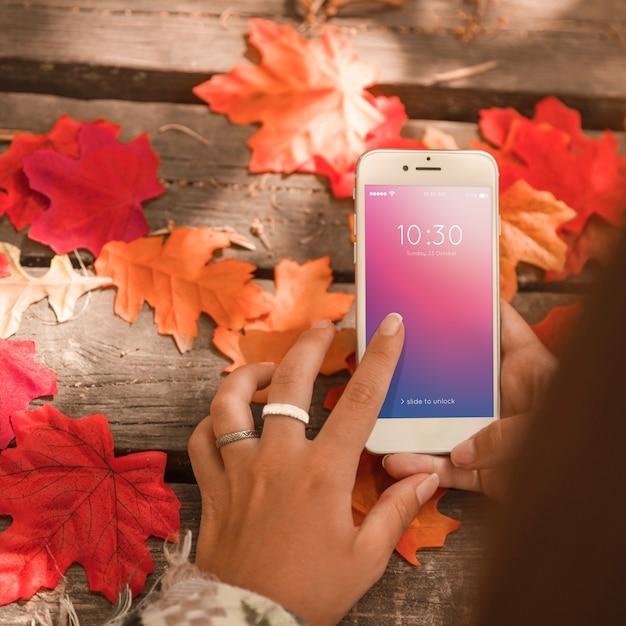 Mockup di smartphone con il concetto di autunno Psd Gratuite