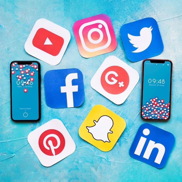 Mockup di smartphone con il concetto di social media Psd Gratuite