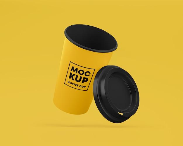 Mockup di tazza di caffè in carta volante con tappo Psd Premium