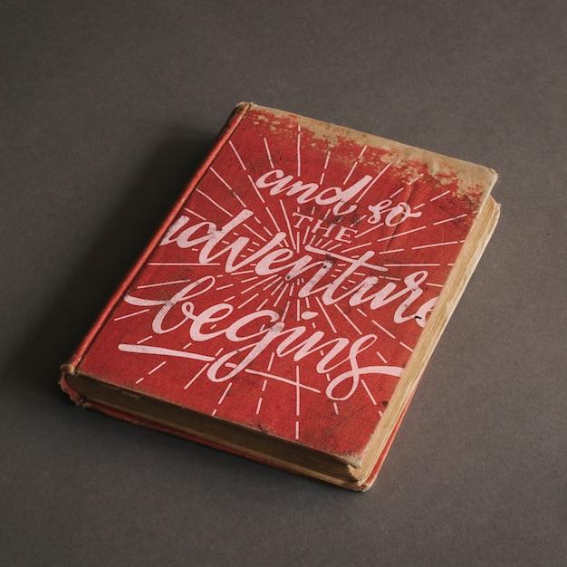 Mockup di vecchio libro per il concetto di avventura Psd Gratuite