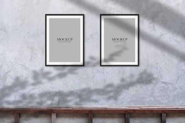 Mockup due cornici vuote sul muro di cemento Psd Premium