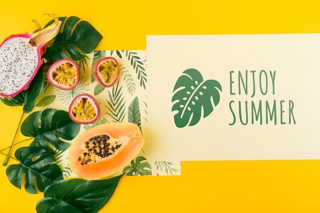 Mockup flat lay de tarjeta para conceptos de verano PSD gratuito