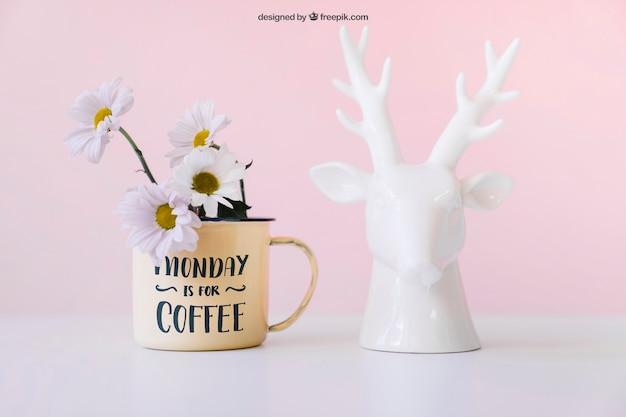 Mockup de flores y estatua de ciervo PSD gratuito