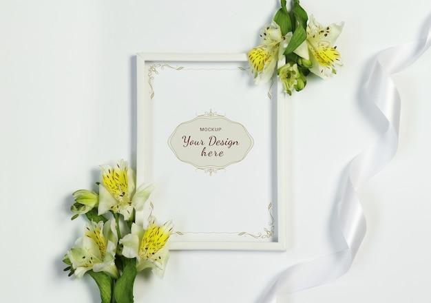 Mockup foto frame met bloemen en lint op witte achtergrond Premium Psd