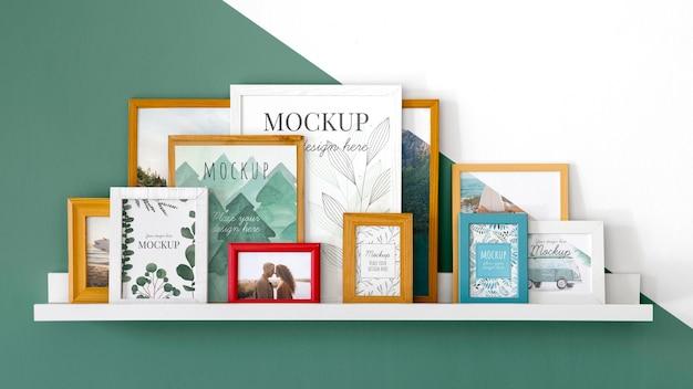 Mockup-frames op de plank Gratis Psd