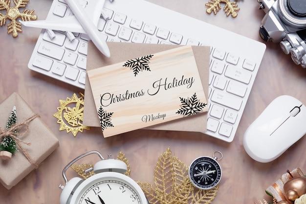 Mockup houten bord voor kerstmis nieuwjaar vakantie reizen achtergrond concept Premium Psd