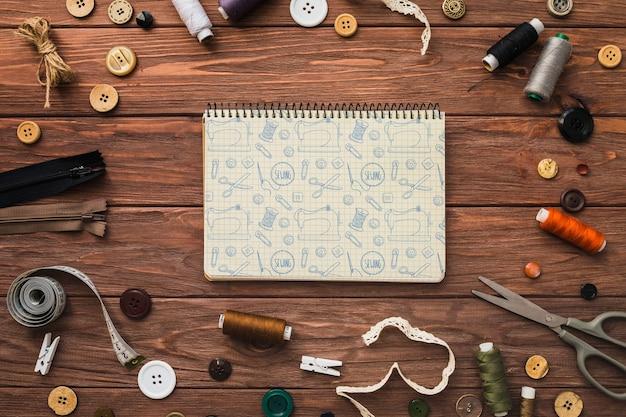 Mockup de libreta con concepto de coser PSD gratuito