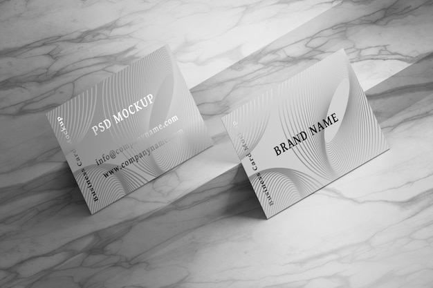 Mockup met bovenaanzicht van visitekaartjes op marmer Premium Psd
