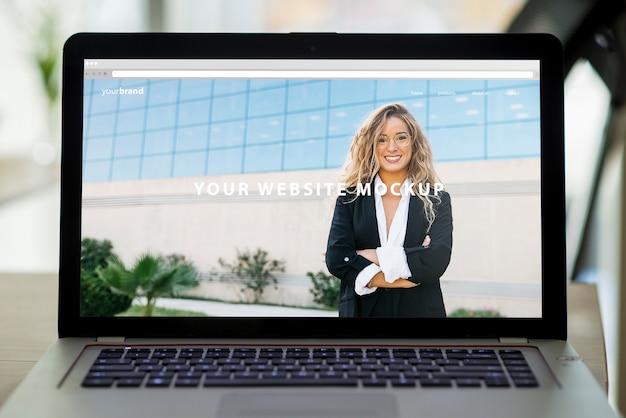 Mockup profesional de pantalla de portátil PSD gratuito